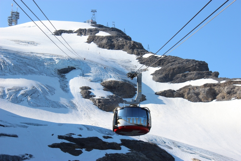 rotating cable car + snow