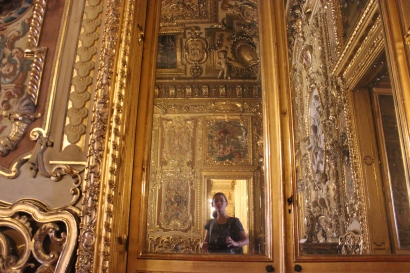 One of the many golden rooms